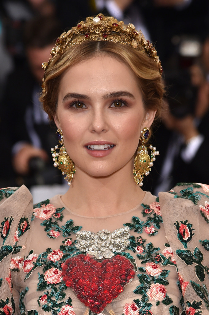 Musas do Met Zoey Deutch